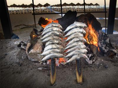 Pescado espetado en Torremolinos